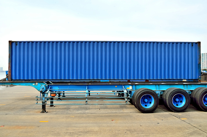 Cargo container and semi trailer chassis