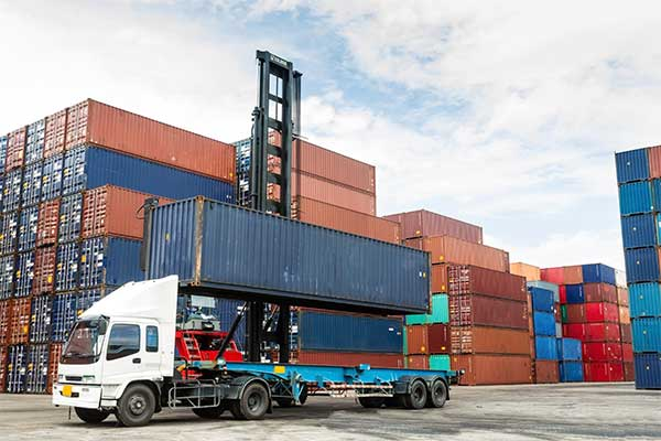 UWL provides intermodal container drayage services for ocean moves through our trusted network of trucking partners
